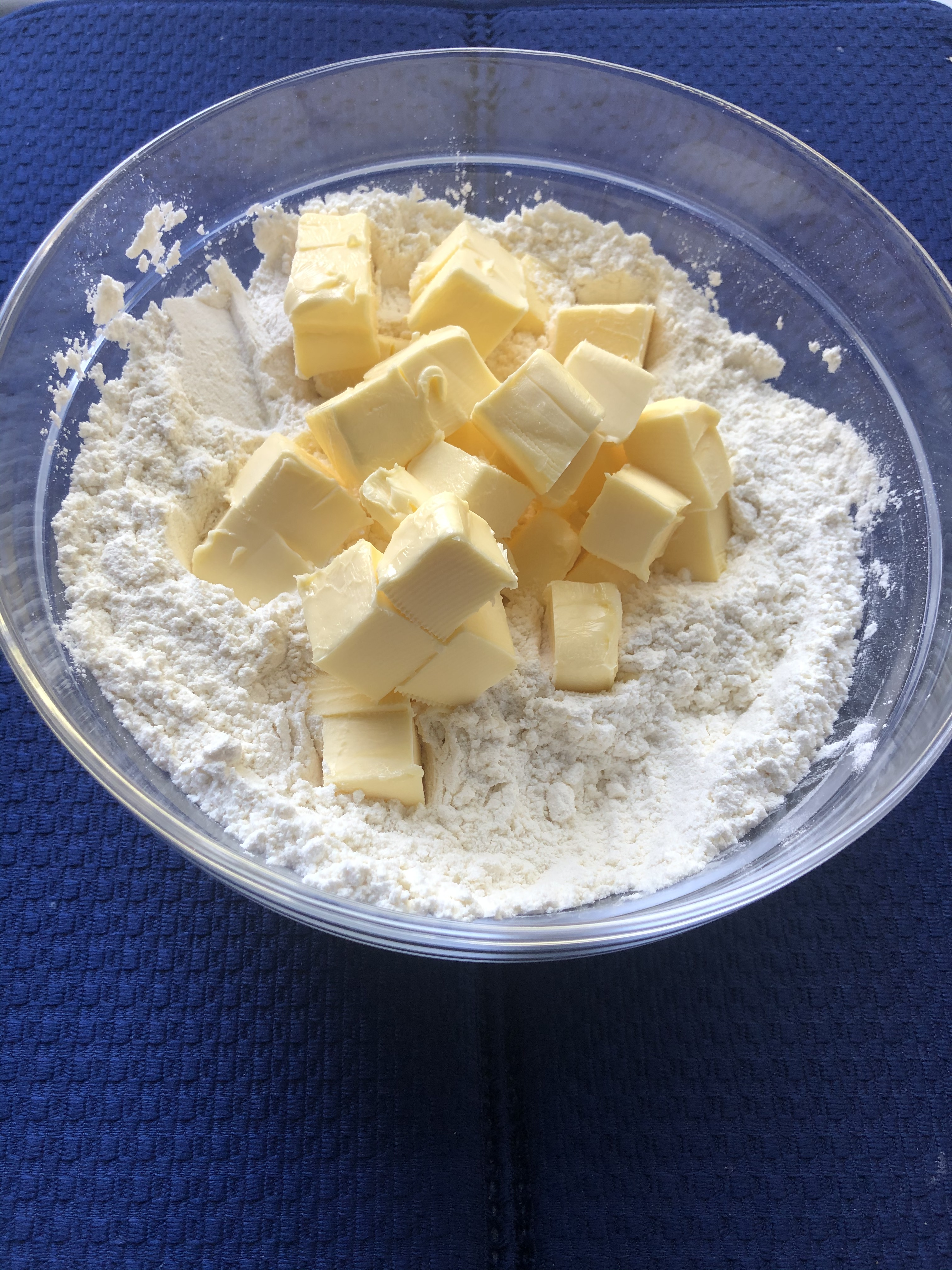 Butter or Oil – What Should I Use While Making a Cake